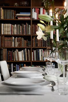 A library in the dining room? Why not?