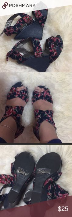 "Qupid navy floral wedges Great conditions . Wrap style , super high but it's conformable. Wedges ; front 1.5"" ,,, heels : 5.5""  size 8.5 Qupid Shoes Heels"