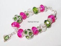 #fuchsiabracelet #fuchsia #violetcharmsbracelet #greencharmsbracelet #springcharmsbracelet #spring