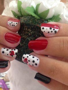 Unha decorada unha manicure e pedicure