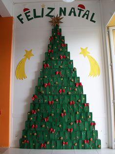 árvore de natal com caixa de leite