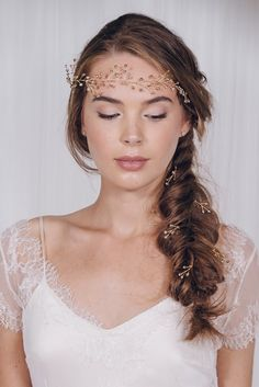 Whether you're a bohemian bride or an effortlessly chic and romantic kind of girl – nothing says relaxed elegance quite like a wedding braid or plait. Rosemary