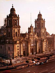 catedral, el zócalo, df, mexico. mexico city will always hold a special place in my heart.   Quiero volver a ir.