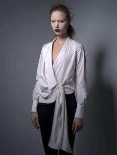 automne/hiver 2010-2011, Viktor & Rolf s'inspire de ce vêtement iconique et lui consacre une collection capsule, sobrement baptisée « Chemise Blanche ».