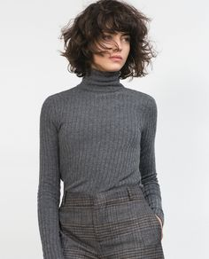 Wavy bob with bangs. Easy care for brunettes with curly hair. Zara model Dec 2015.