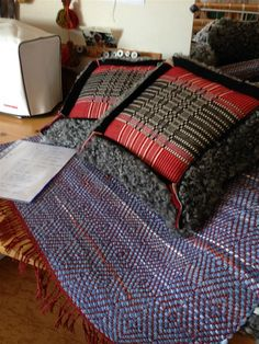 Mina vävda alster - www.evabrittsbrusbod.se Textiles, Loom Weaving, Woven Rug, Flooring, Wool, Blanket, Pillows, Rugs, Crafts
