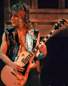 Gibson Guitars, Fender Guitars, Blizzard Of Ozz, Rock And Roll Fantasy, Best Guitar Players, Pretty Babe, Ozzy Osbourne, My Muse, Black Sabbath