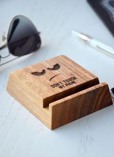 Personnalisé bois téléphone Stand iPhone Samsung par EnjoyTheWood