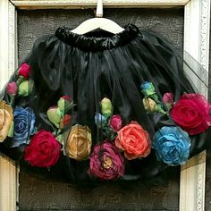 para fiama Halloween Outfits, Halloween Makeup, Halloween Party, Halloween Costumes, Halloween Ideas, Mexican Fiesta Dresses, Mexican Fiesta Party, Mexican Fashion, Mexican Style