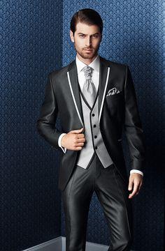 Hochzeitsanzug in Schwarz und mit  weißer Verzierung von WILVORST - Kollektion Prestige