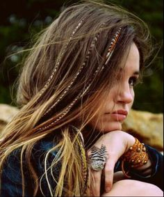 We secure the tips of 6 feathers in our Original Feather Hair Extensions to make installing your hair feathers at home easy without going to a salon near you. Feathered Hairstyles, Boho Hairstyles, Summer Hairstyles, Pretty Hairstyles, Festival Hairstyles, Pirate Hairstyles, Hairstyle Ideas, Hairstyles 2016, Newest Hairstyles