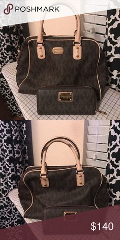 Micheal Kors purse with wallet Almost new! Great size bag MICHAEL Michael Kors Bags Totes
