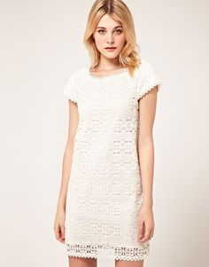 French Connection - Robe en dentelle  210,41 €