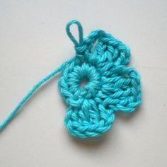 Knitting Patterns, Crochet Necklace, Flowers, Knit Patterns, Knitting Stitch Patterns, Royal Icing Flowers, Flower, Florals, Loom Knitting Patterns
