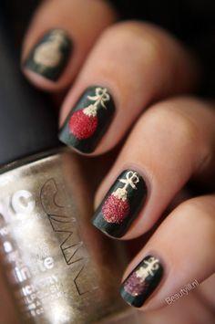 DIY Nail Art, Christmas Ornament / Kerstballen ~ Beautyill | Beautyblog met nail art, nagellak, make-up reviews en meer!