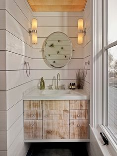 43 Stunning Farmhouse Bathroom Wall Decor Ideas - Art and Decoration Rustic Bathroom Vanities, Eclectic Bathroom, Rustic Bathrooms, Bathroom Wall Decor, Bathrooms Decor, Rustic Vanity, Bathroom Ideas, Tiny Bathrooms, Beautiful Bathrooms