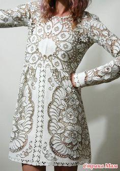 """Все девочки, называется, """" Я сошла с ума, какая досада!"""" Как всегда гуляла по инету и вот попала опять на Валентино и его сухоцветы! Мало мне своих двух сухоцфветов, так они меня уже преследуют! Crochet Doll Dress, Crochet Clothes, Knit Dress, Lace Dress, White Babydoll Dress, Straps Prom Dresses, Cotton Lace, Dress First, Vintage Dresses"""