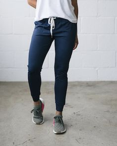 Navy blue jogger pant perfect pant for working out or launging around the house. Multiple colors available. Joggers With Zippers, Jogger Shorts, Joggers Womens, Junior Outfits, Gym Wear, Athletic Wear, Athleisure, Active Wear, Moda Masculina