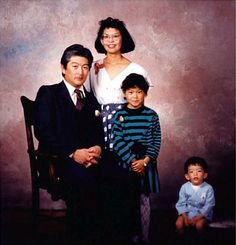 View the Funniest & Most Awkward Family Portraits at Awkward Family Photos. Weird Family Photos, Bad Photos, Funny Photos, Family Pictures, Strange Family, Crazy Photos, Awkward Pictures, Vintage Magazine, Fraggle Rock