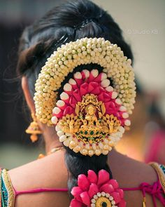 Want to show off your thick, long hair on your big day? That's why we bring to you these South Indian wedding hairstyles that are just perfect for long tresses. South Indian Wedding Hairstyles, Bridal Hairstyle Indian Wedding, Bridal Hair Buns, Bridal Braids, Bridal Hairdo, Indian Bridal Hairstyles, Bridal Hair Flowers, Bride Hairstyles, South Indian Weddings