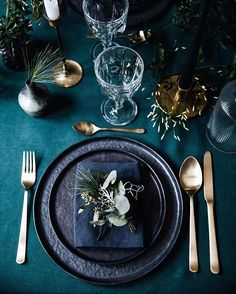 La table de Noël végétale Processed with VSCO with preset Apple iPhone Wedding Table Decorations, Wedding Table Settings, Elegant Table Settings, Diy Centerpieces, Beautiful Table Settings, Wedding Ideas, Wedding Tables, Decor Wedding, Wedding Trends