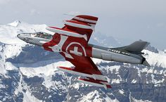 """Patrouille Suisse, Hawker Siddeley Mk.58 """"Hunter"""" Jet Air, Swiss Air, Tiger Ii, Gili Island, Air Planes, Military Jets, Luftwaffe, Helicopters, Hunters"""