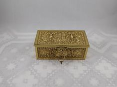 Metal Box with KeyVery beautiful ornate designIn very nice conditionDimensions: approx. long x wide x high. Mahjong Table, Cranberry Glass, Glass Pitchers, Cameo Ring, Holy Family, Metal Box, Metals, Decorative Boxes, Key