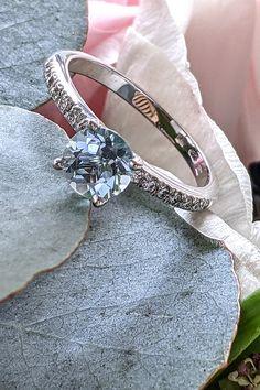 """Výnimočný a unikátny. Nielen diamantmi môže byť osadený zásnubný prsteň. Pri požiadaní o ruku pri trblietajúcej sa hladine rieky, v romantickej spoločnosti odrážajúcich sa zábleskov od čarovnej farby vody, si akvamarínový prstienok Sagitta rýchlo nájde spôsob k vytúženému """"áno"""". Príjemný farebný tón 0,65 ct akvamarínu a 14 diamantov, dodávajúcich prstienku šmrnc, sa spoločne stanú dokonalým svedkom vášho spoločného života. Engagement Rings, Band, Accessories, Color, Fashion, Enagement Rings, Moda, Wedding Rings, Sash"""