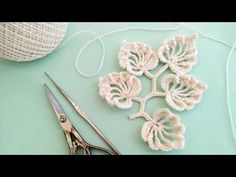 YouTube Crochet Leaf Patterns, Crochet Leaves, Form Crochet, Lace Patterns, Crochet Motif, Crochet Doilies, Crochet Flowers, Crochet Hooks, Yarn Flowers