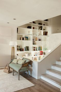 Aprovecha el hueco bajo la escalera