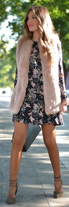 Dusty Pink Faux Fur Vest by Mi Aventura Con La Moda