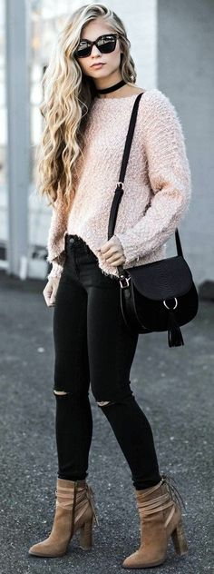 Awesome 41 Cute Outfits Ideas with Leggings Suitable for Going Out on Fall. More at http://aksahinjewelry.com/2017/09/10/41-cute-outfits-ideas-leggings-suitable-going-fall/ #fashionfall2017trends