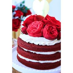 perfectlysweetlolliebuffet Beautiful red velvet naked cake dresser with David Austin's