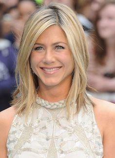 Looking for images of Jennifer Aniston's gorgeous bob hairstyles? Here we have gathered the best images of 20 Jennifer Aniston Long Bob that you will adore! Jennifer Aniston Long Bob, Jennifer Aniston Hair Color, Jennifer Aniston Hairstyles, Choppy Bob Hairstyles, Celebrity Hairstyles, Wig Hairstyles, Hairstyle Ideas, New Hair, Your Hair