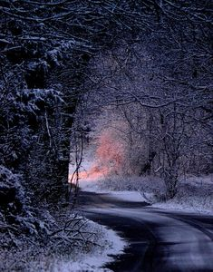 Southwest Missouri, U.S (by Deena Stoddard).a midnight soiree out in the northwest in winter .slowly moving to morning light. Winter Szenen, Winter Magic, Winter Night, Winter Road, Snow Night, Snow Scenes, Winter Pictures, Winter Beauty, Winter Landscape