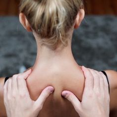 Self Shoulder Massage: Tips for a Soothing smooth Massage Tips, Partner Massage, Massage Benefits, Face Massage, Massage Therapy, Body Massage Spa, Thai Massage, Gym Workout For Beginners, Gym Workout Tips