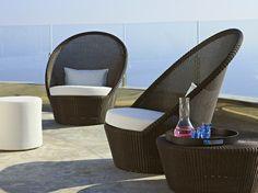 fauteuils design en rotin, table appoint assortie et pouf design blanc neige