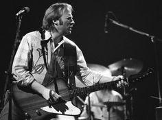 Stephen Arthur Stills es un guitarrista, cantante y compositor estadounidense, conocido por su trabajo con Buffalo Springfield y con Crosby, Stills, Nash and Young.
