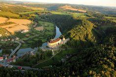 Český Šternberk Castle and Sázave river - Český Šternberk (hrad) – Wikipedie