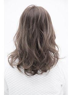 【ALIVE 原宿】アッシュベージュ外国人風ハイライト,3Dカラー - 24時間いつでもWEB予約OK!ヘアスタイル10万点以上掲載!お気に入りの髪型、人気のヘアスタイルを探すならKirei Style[キレイスタイル]で。
