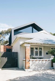 A California bungalow in Melbourne is sympathetically renovated to form shared spaces and private retreats. Bungalow Exterior, Bungalow Renovation, House Renovations, Bungalow Extensions, House Extensions, Facade Design, Architecture Design, House Design, Chinese Architecture