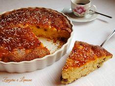 Torta mele ricotta e uvetta: morbidissima, ha anche l'enorme pregio di non contenere né burro né olio. Ottima per la prima colazione e la merenda.