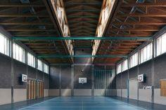Peter Zumthor - Kreisschule, Churwalden - TÉCHNE Peter Zumthor, Interior Architecture, Interior And Exterior, Critical Regionalism, Ludwig Mies Van Der Rohe, Frank Gehry, Brick, Masters, Architects