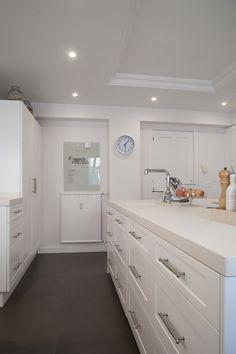 식물쪽 바닥 - 큰 타일로 한 면 처럼 보이게 Kitchen Cabinets, Home Decor, Renovation, Sands, Kitchen, Architecture, Interiors, Kitchen Maid Cabinets, Interior Design