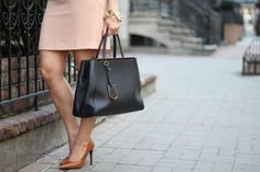 What to wear to work | Ann Taylor blush dress and gold accents
