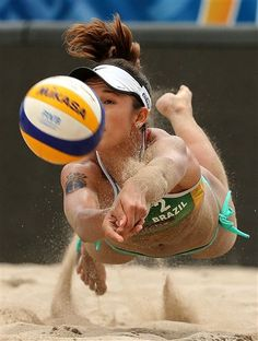 Barbara Seixas of Brazil plays a shot during match against Liliana Fernandez and Elsa Baquerizo of Spain during the 2015 Swatch FIVB World Tour Finals on Fort Lauderdale Beach in Florida. Mike Ehrmann, Getty Images for FIVB Beach Volleyball Girls, Women Volleyball, Volleyball Clothes, Laura Ludwig, Foto Sport, Beach Games, Athletic Girls, Athletic Models, Athletic Women