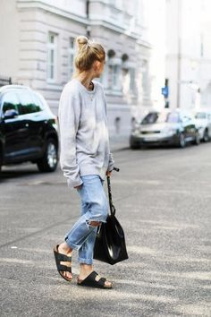 BASSIKE relaxed weekend cashmere knit (similar here)CITIZENS OF HUMANITY emerson boyfriend jeans (or here & cheaper here)MANSUR GAVRIEL bucket bag in black/balerina (similar here & here)BIRKENSTOCK arizona sandals (or here) image : mija