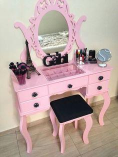 For re-doing my vanity, make center glass like in pic. Funky Furniture, Kids Furniture, Furniture Makeover, Big Girl Bedrooms, Girls Bedroom, Bedroom Decor, Girls Vanity, Diy Vanity, Cute Room Decor
