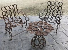 DIY Horseshoe Craft Project Ideas- Table & Chair Set  See more at: http://www.goodshomedesign.com/diy-horseshoe-craft-project-ideas/