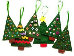 Bugs and Fishes by Lupin: How To: Felt Christmas Tree Ornaments - FREE PATTERN for these and other Christmas ornaments. Christmas Sewing, Christmas Crafts For Kids, Christmas Projects, Christmas Fun, Holiday Crafts, Handmade Christmas, Felt Christmas Decorations, Felt Christmas Ornaments, Christmas Ornament Template